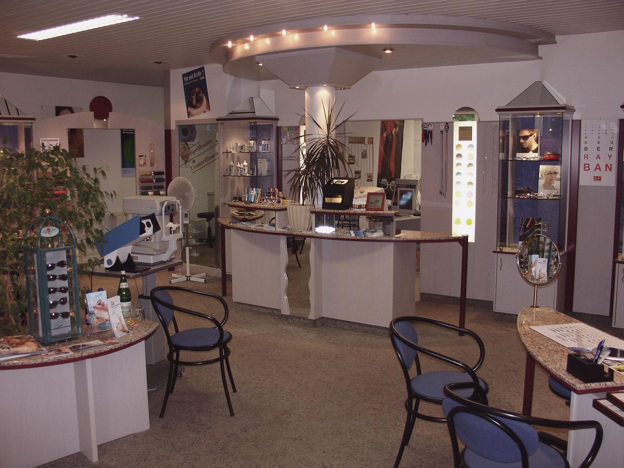 Optik Sagawe in Reutershagen vor dem Umbau 2007 - Blick in den Laden und den Kassentresen