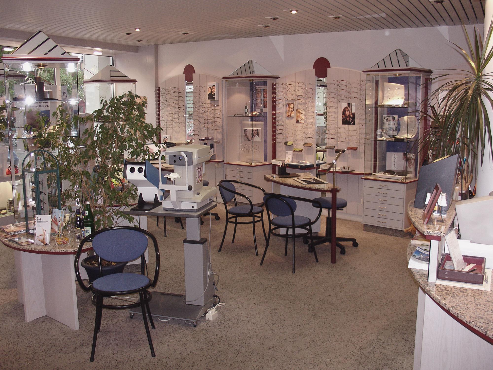 Optik Sagawe in Reutershagen vor dem Umbau 2007 - Blick in den Laden