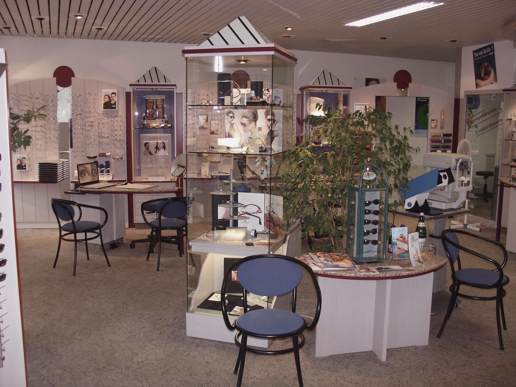 Optik Sagawe in Reutershagen vor dem Umbau 2007 - Blick in den Laden und dem Wartebereich