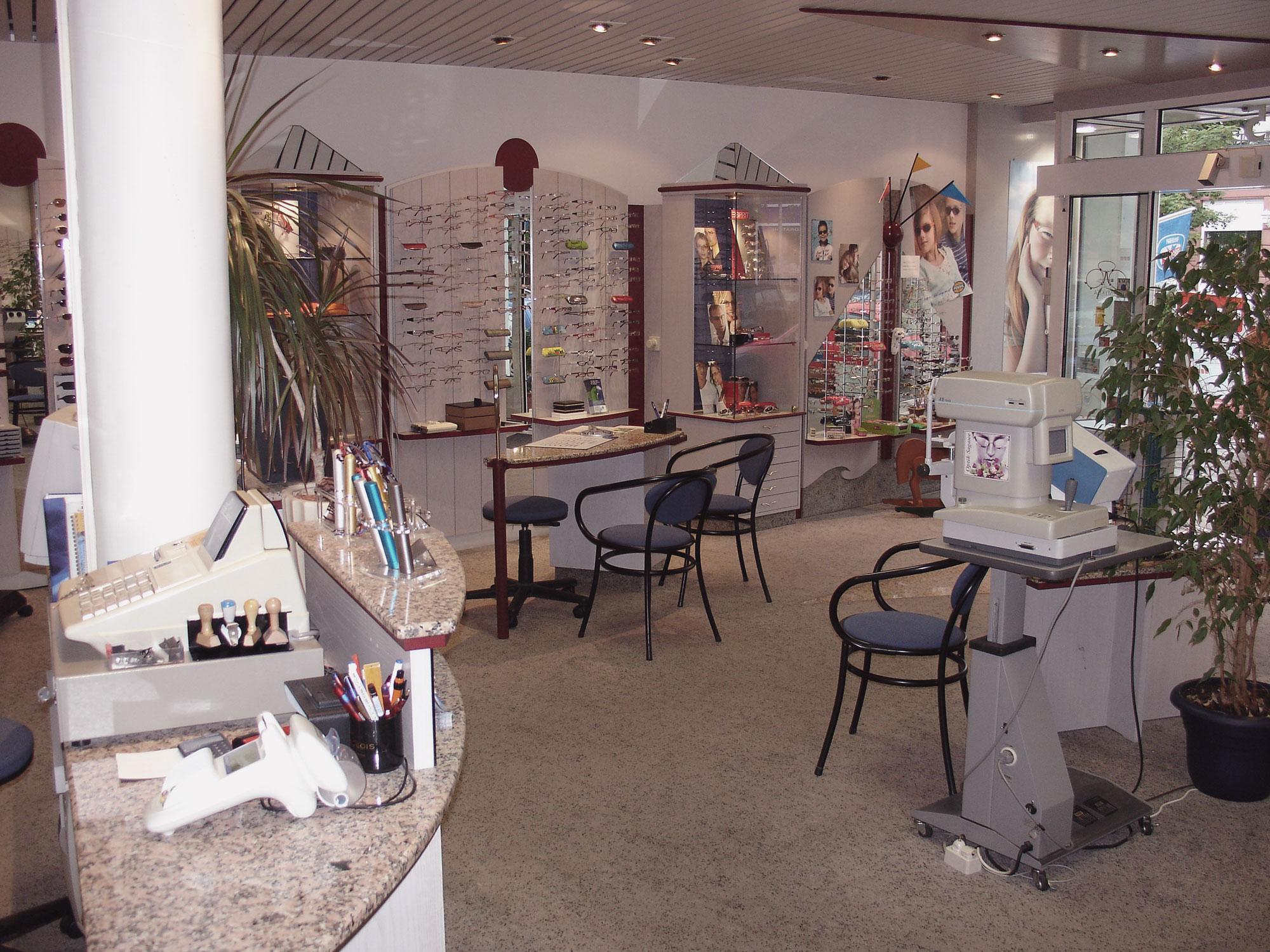 Optik Sagawe in Reutershagen vor dem Umbau 2007 - Blick in den Laden und dem Eingangsbereich