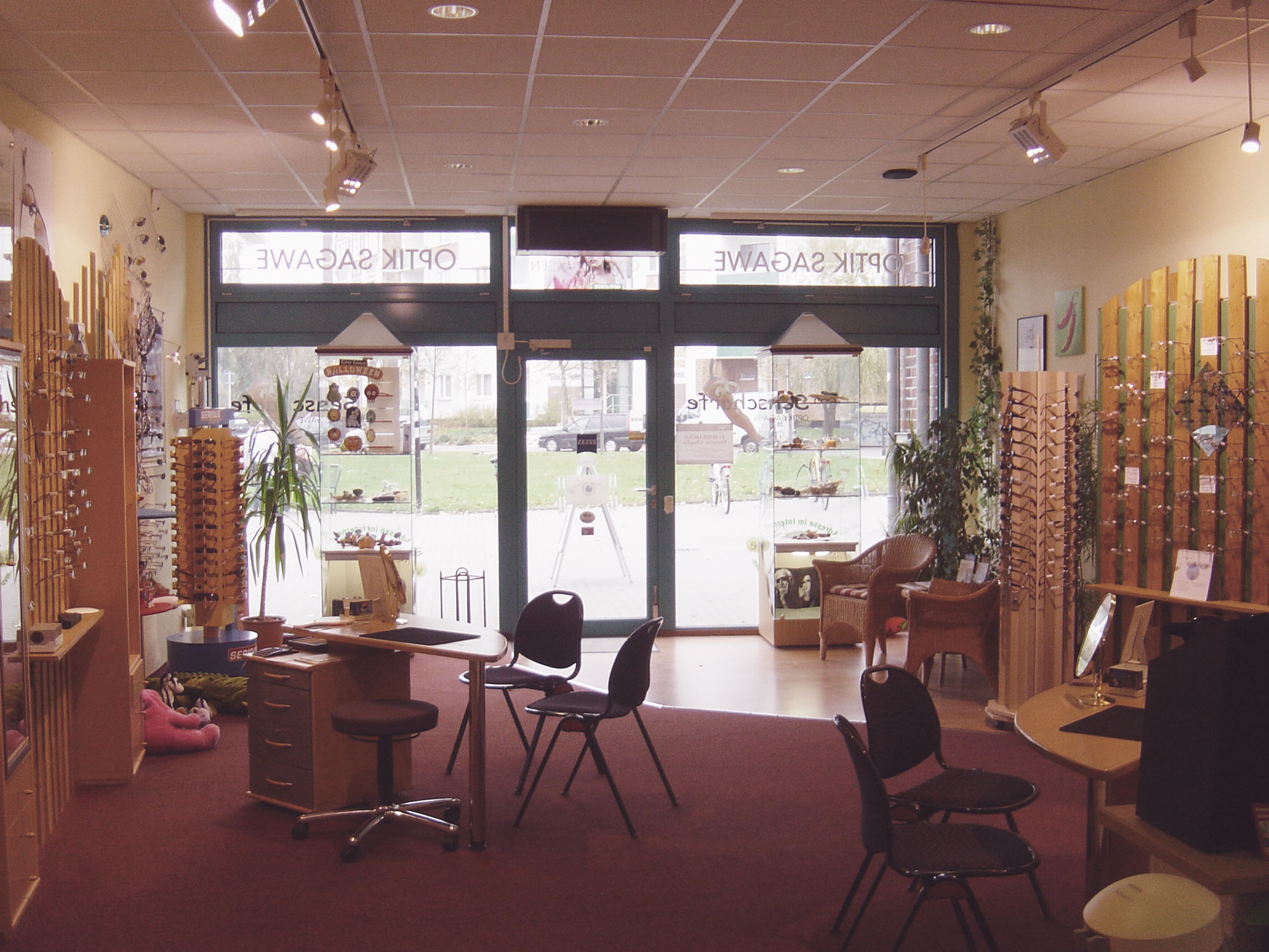 Optik Sagawe in Schmarl 2000 - Blick in den Laden und dem Eingangsbereich