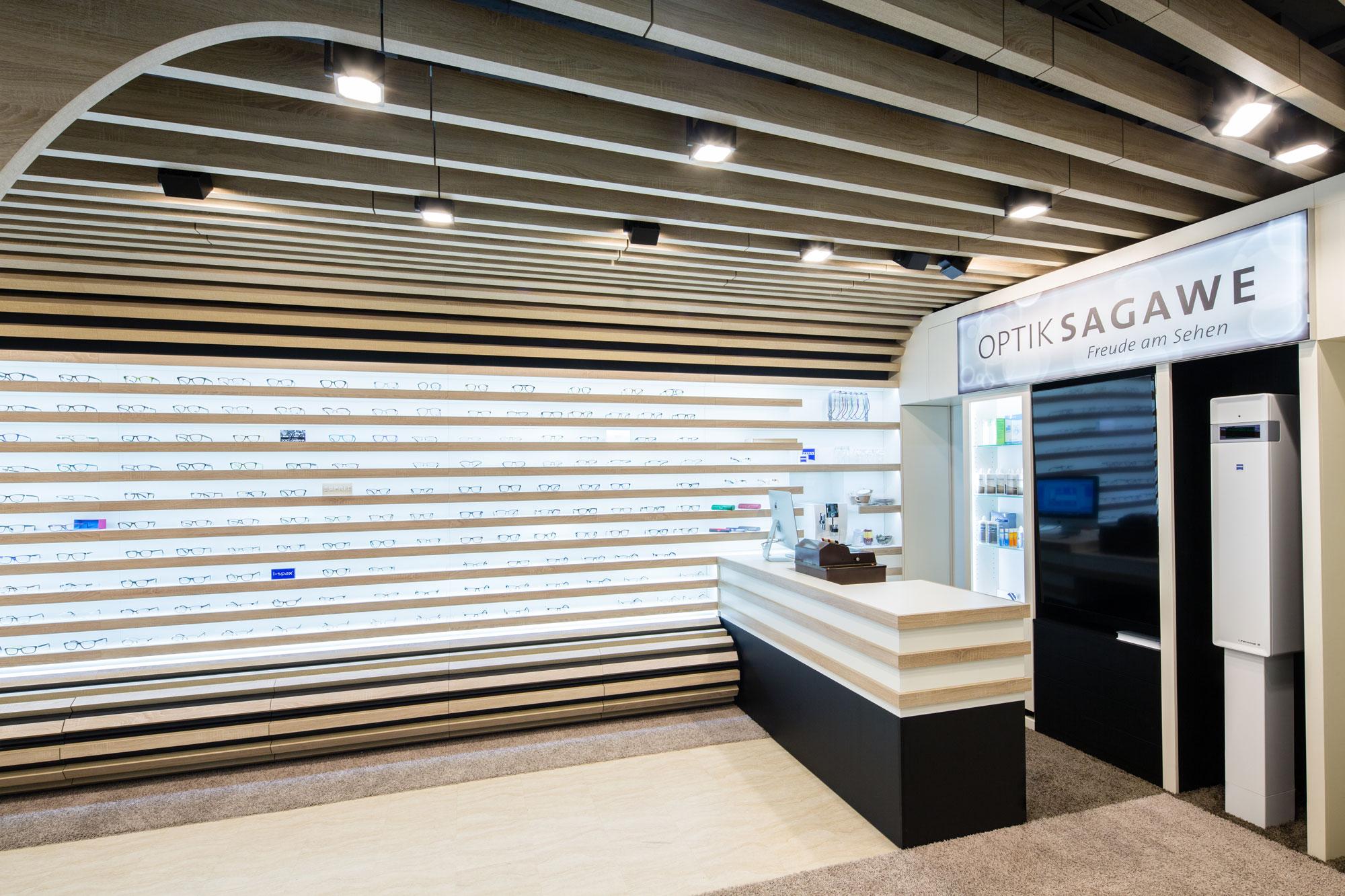 Unser Laden von Optik Sagawe im Rostocker Hof mit dem Zeiss i.Terminal ist das Zeiss Vision Center in Rostock s Innenstadt