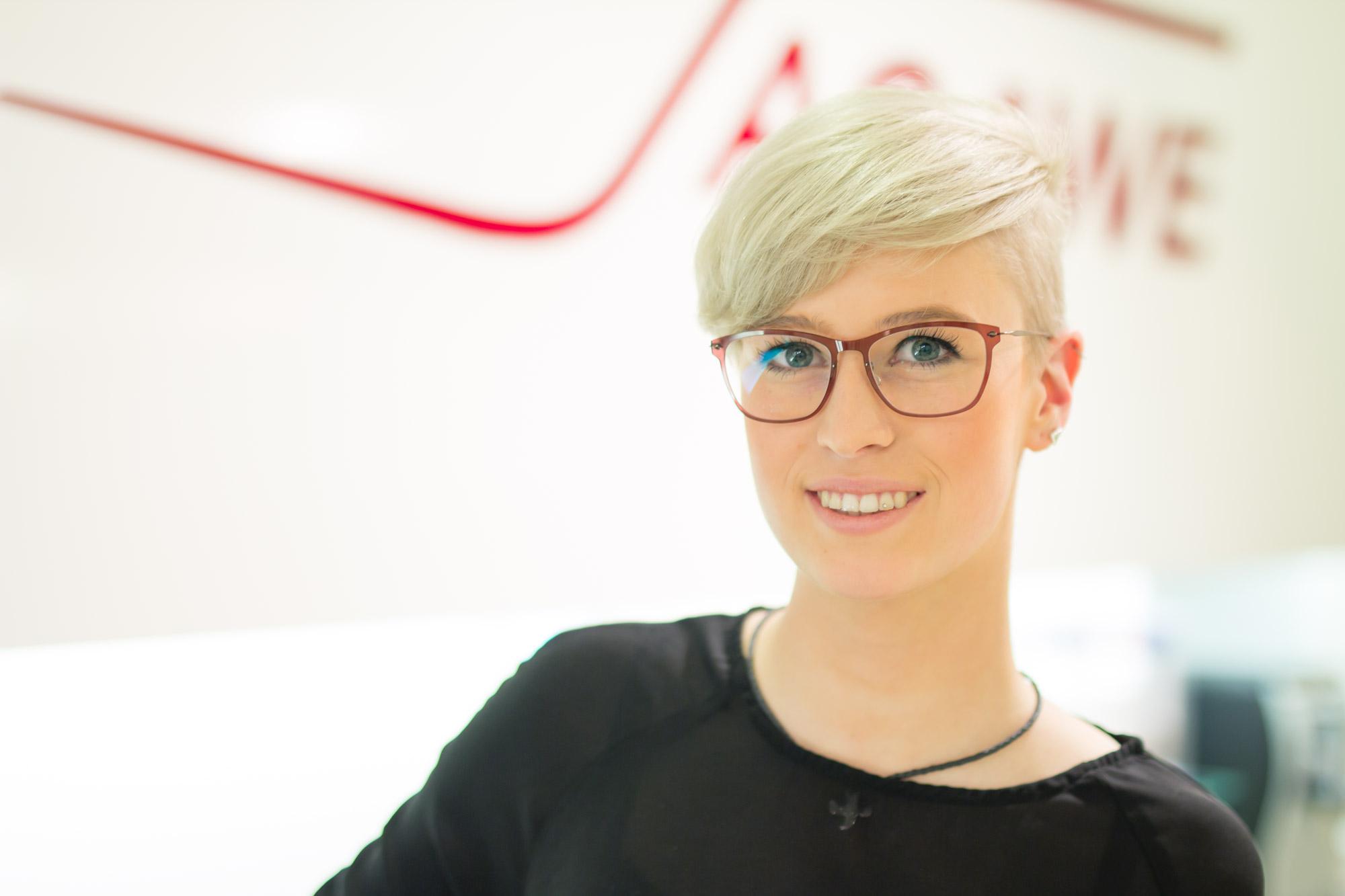 Pia Kraus ist Auszubildende der Augenoptik bei Optik Sagawe