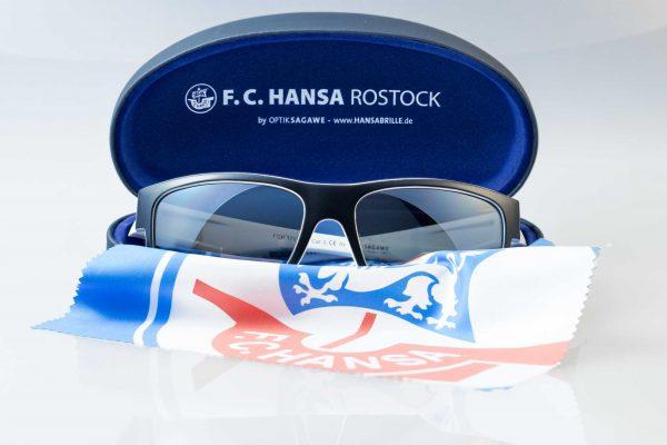 Die offizielle F.C. Hansa Rostock Sonnenbrille - schwarz-weiss von Optik Sagawe im Komplett-Bundle.