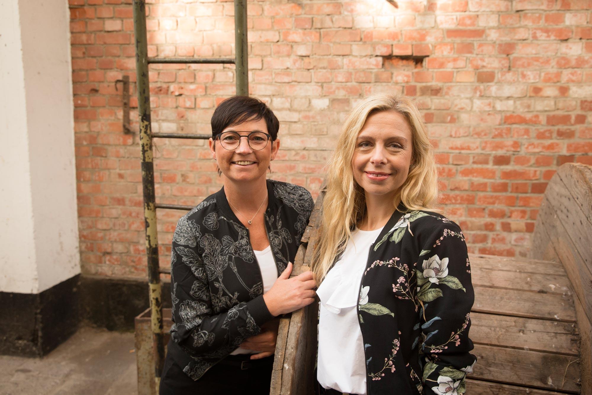 Sibylle Weinaug und Katrin Sagawe von Optik Sagawe in Rostock haben Freude am Sehen