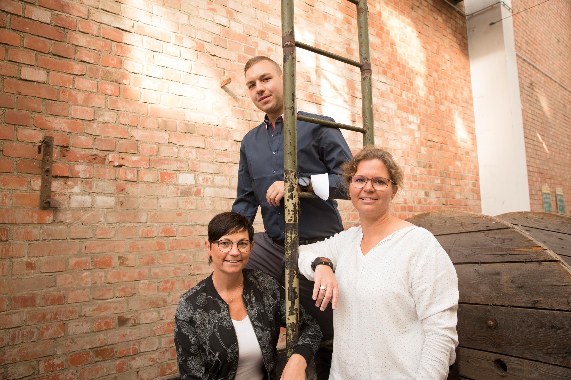 Sibylle Weinaug, Anja Stengel und David Splisteser von Optik Sagawe in Rostock haben Freude am Sehen