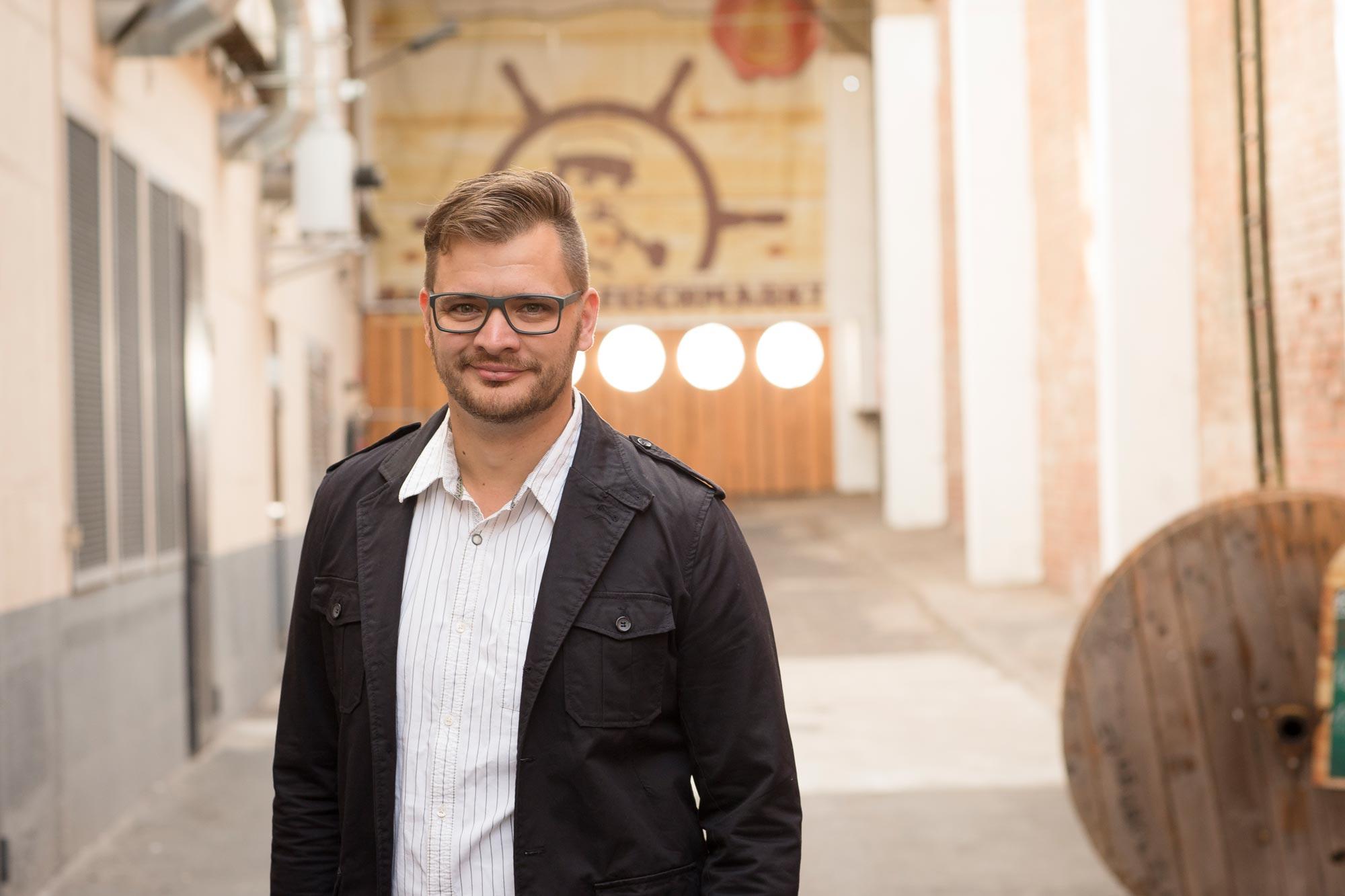 Andreas Techow ist Augenoptiker bei Optik Sagawe im Rostocker Hof