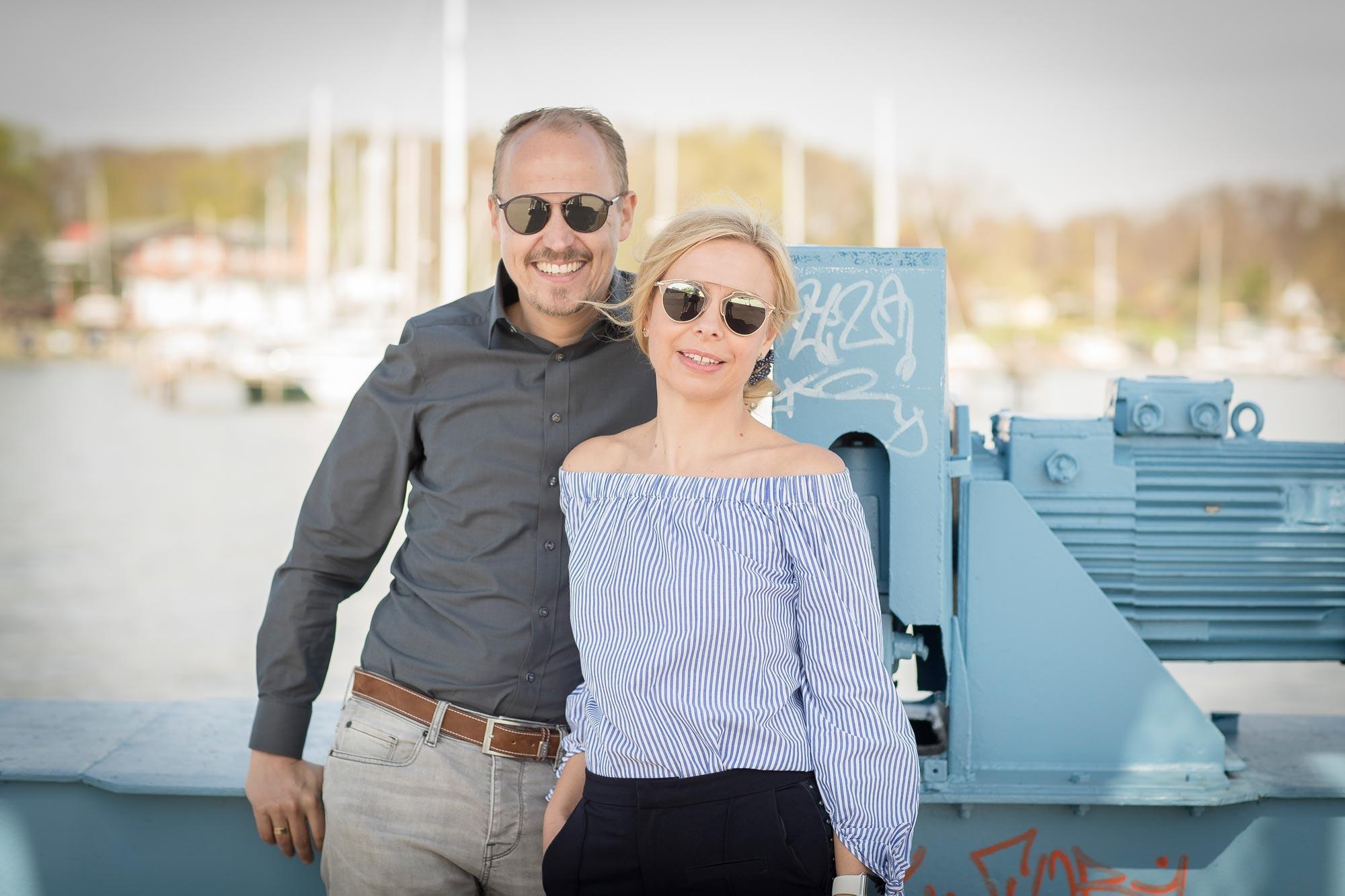 Katrin und Matthias Sagawe - haben hier Sonnenbrillen von Dior und Ray Ban auf