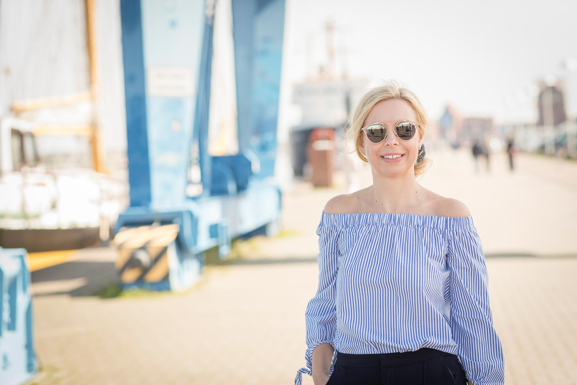 Katrin Sagawe - hat hier eine Sonnenbrille von Dior auf