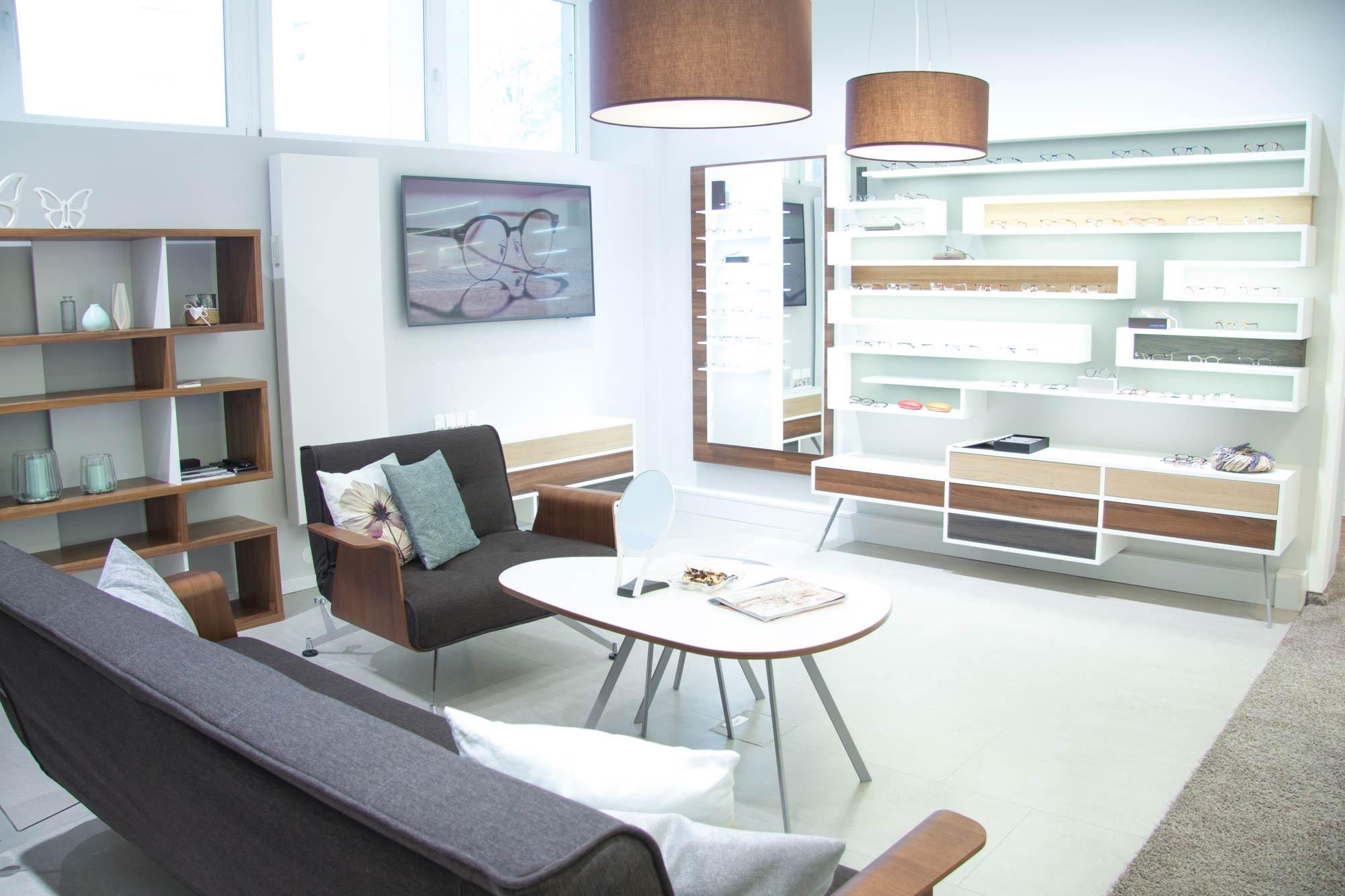 Optik Sagawe in Reutershagen ist das Zeiss Vision Center in der Ernst-Thälmann-Strasse von Rostock mit moderner Lounge